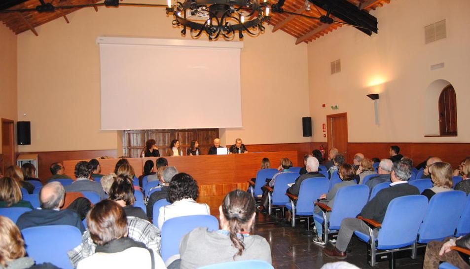 La presentación del libro, en la Casa Canal de Mollerussa.