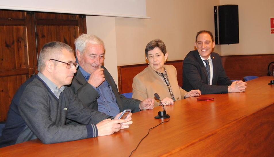 La visita del secretari d'Estat a la Casa Canal, Hugo Morán (esq.).