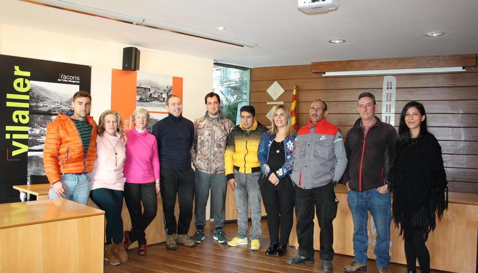 Erta (cuarta der.) con los 9 contratados por el consell comarcal.