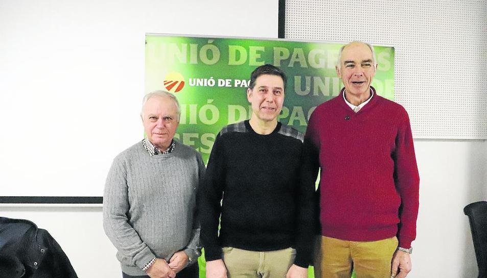 Santi Querol, Rossend Saltiveri y el miembro de la sectorial del Porcino Josep Maria Cortasa.