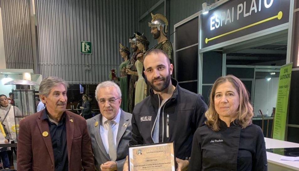 Imagen de la entrega del premio a Mas del Clos.