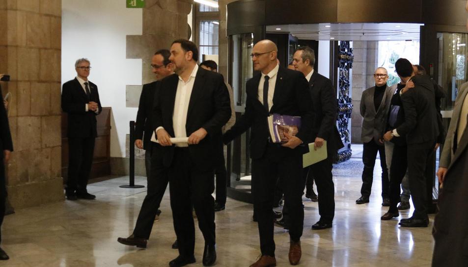 Oriol Junqueras, Raül Romeva, Quim Forn i Josep Rull a l'entrada del Parlament