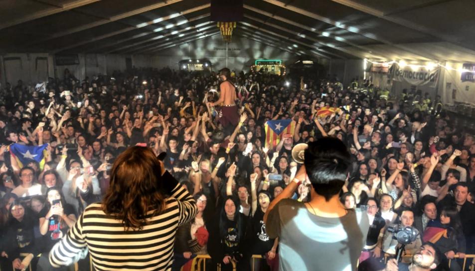 La banda Buhos, durant l'actuació a la primera edició.