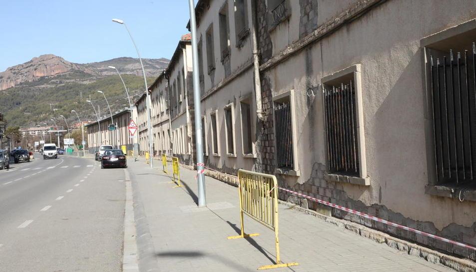Las vallas que protegen las antiguas casas de los ferroviarios