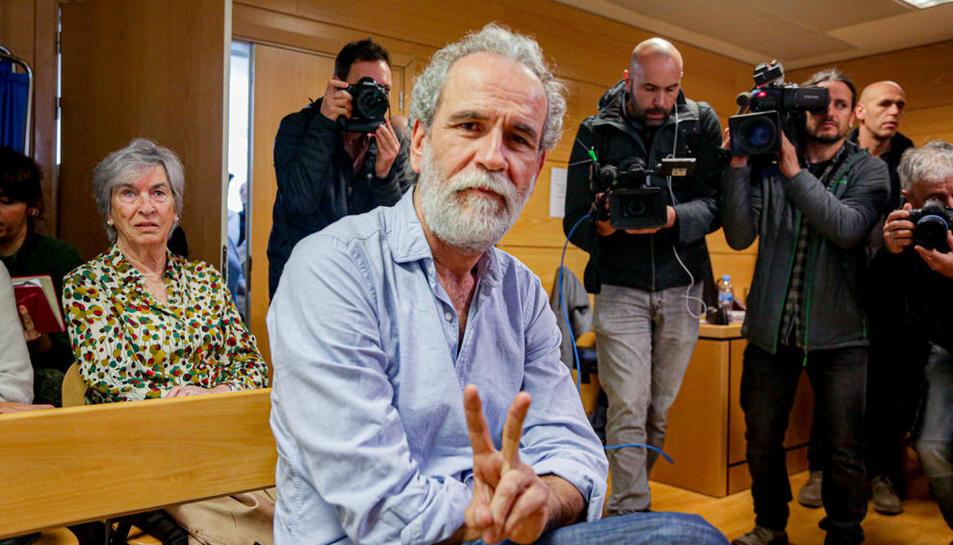 L'actor Willy Toledo, poc abans de començar el judici.