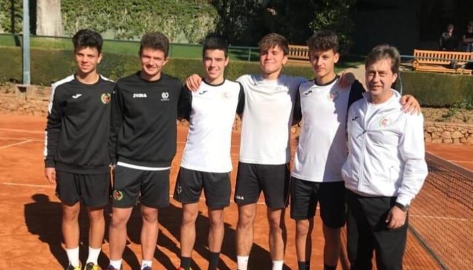Un grup d'entrenament del CT Lleida amb l'entrenador David Melé, en imatge d'arxiu.