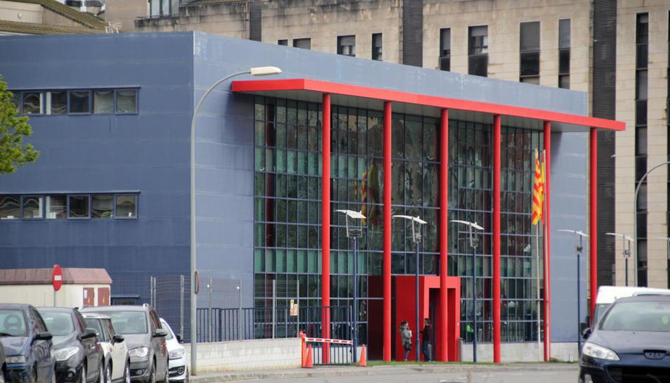 Vista de la comisaría de los Mossos d'Esquadra en Lleida, que hicieron la detención el sábado.