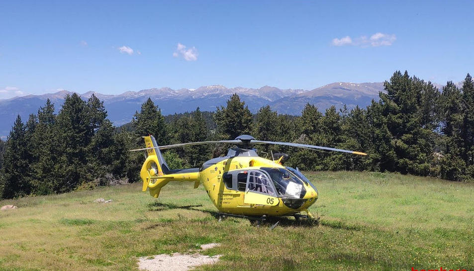 El helicóptero durante el rescate del domingo en Riu de Cerdanya.