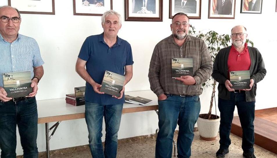 Magí Coscollola, amb els coordinadors Josep Esteve i Joan Menchon i el regidor Xavier Niñerola.