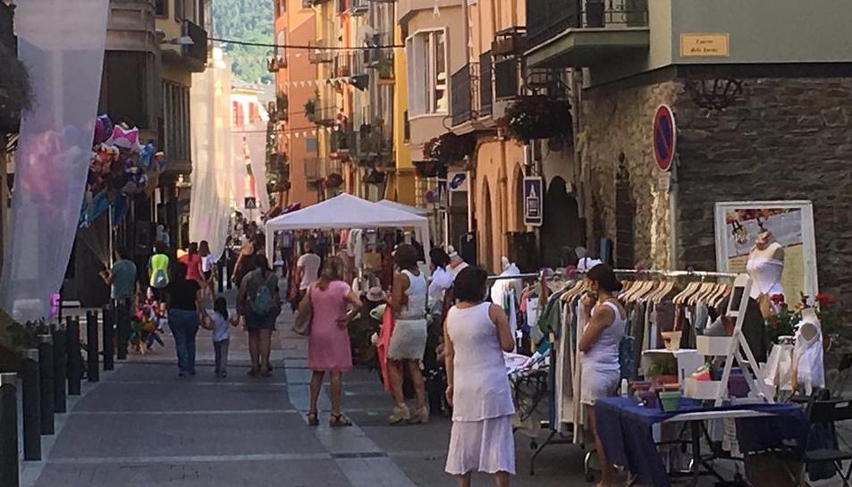 Los comercios de La Seu, en la calle el sábado.