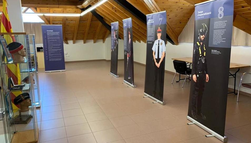 El consistori acull una mostra sobre uniformes dels Mossos, inclosa a l'aniversari del festival.