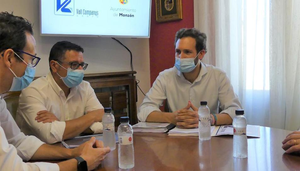 Imagen de la reunión entre Vall Companys y el ayuntamiento.