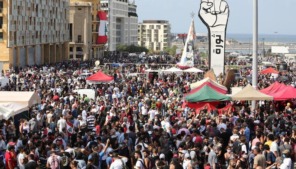 Multitudinaria protesta antigubernamental, ayer, en Beirut.