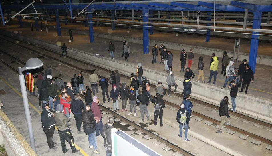 La protesta del març del 2018 es va iniciar davant de la subdelegació i va acabar a l'estació de tren.