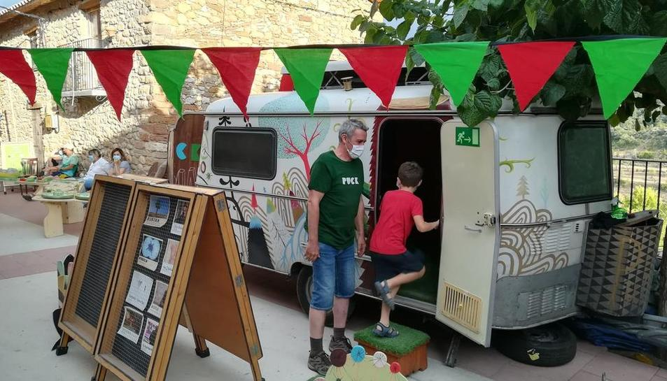 La caravana Puck, dissabte passat a Sant Esteve de la Sarga, primera parada de la gira pel Pallars.