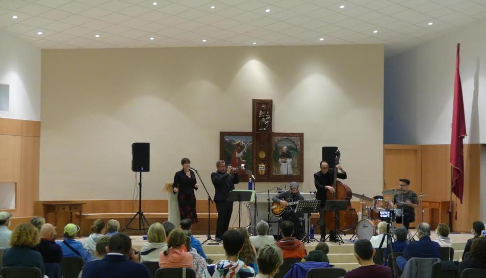 La actuación de Pixie&Dixie en la iglesia de Mijaran.