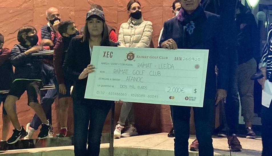 L'organització del torneig de golf a Raimat va entregar els 2.000 euros recaptats a Afanoc.