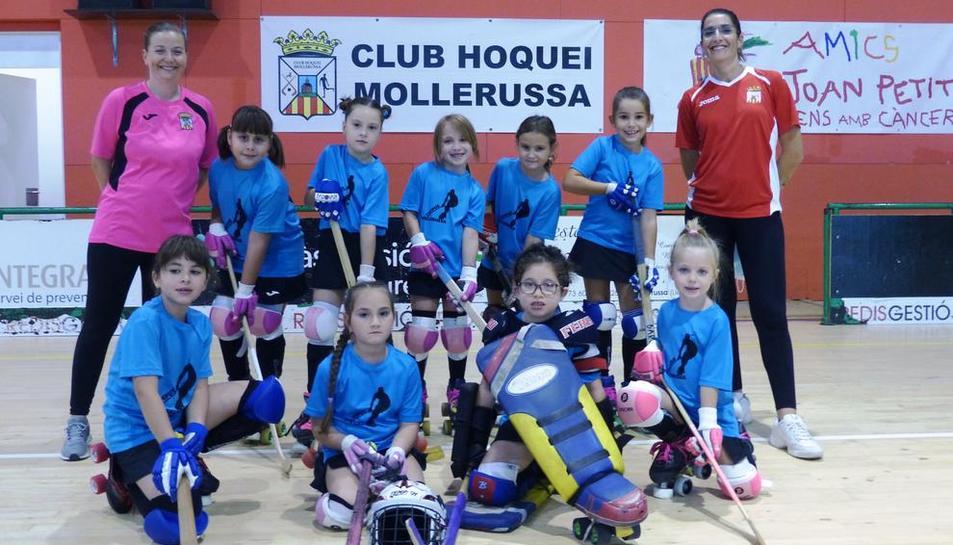Les jugadores mini del Mollerussa, abans del debut.