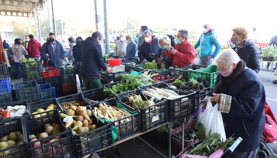 Parada d'alimentació al mercadillo del Barris Nord, a l'octubre.