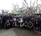 """Foto de grupo de los organizadores, cocineros y autoridades durante la celebración de """"Lo Ranxo""""."""