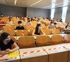 Alumnes que afronten la selectivitat, en una aula de la UdL.