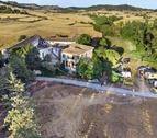 La masia Mas Claret, a la Segarra, on es va dur a terme la festa.