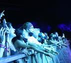 Assistents al festival Vida de Vilanova i la Geltrú dijous, a què van entrar després d'un test negatiu.