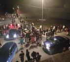 Participants al botellón massiu durant la nit de dissabte a Alpicat.