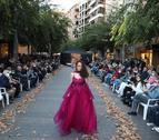 GALERIA D'IMATTGES: Desfilada contra el càncer de mama a la Zona d'Alta de Lleida