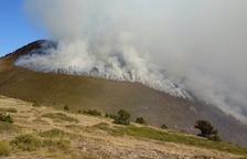 Arden 210 hectáreas de pastos en un incendio en La Guingueta d'Àneu