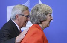May confirma a Juncker i Merkel que manté el calendari per al Brexit
