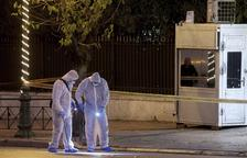 Un policia ferit en un atac a l'ambaixada francesa a Atenes