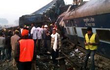 Almenys 120 morts i 200 ferits al descarrilar un tren a l'Índia