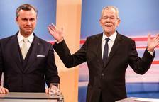 La UE, alleujada per la victòria de Van der Bellen sobre els populistes