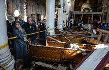25 Muertos en un atentado contra el complejo catedralicio copto de El Cairo