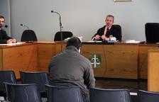 Traslladat a la presó de Saragossa l'apunyalador neonazi de Lleida