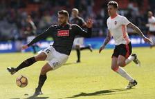 El València torna a guanyar i respira contra un Espanyol poc intens