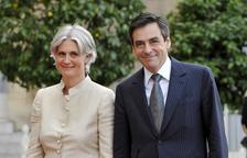 La dona de François Fillon va cobrar per una feina fictícia