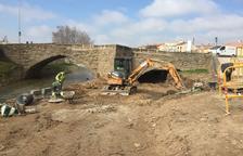 Agramunt obre el segon arc del pont romànic i habilita una via verda