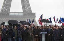 Bany de masses de Fillon, que s'aferra a la candidatura