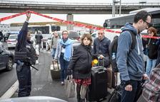 Abatut un islamista a l'aeroport de París-Orly després que prengués l'arma a una soldat