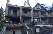 Calcinades dos de les cases del foc de Casarilh i crema una masia al Solsonès