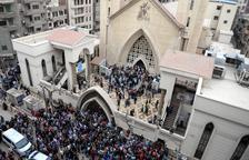 Almenys 44 morts en dos atemptats d'Estat Islàmic en esglésies coptes a Egipte