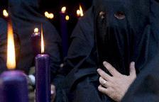 Solidaritat amb les monges en forma de túniques