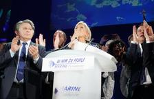 Emmanuel Macron s'imposa a la primera volta electoral i passa a la segona amb Le Pen