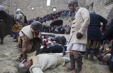 """Guerreros medievales y público """"asedian"""" el castillo de Ciutadilla"""