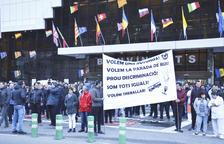 Protesta de empleados andorranos del Punt de Trobada para pedir una rotonda