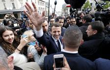 Macron acaba la campanya com a clar favorit per ocupar l'Elisi