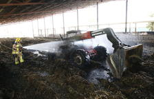 Crema una màquina en una granja de Vallfogona
