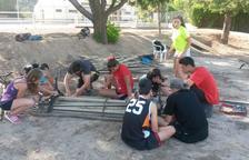 Veinte jóvenes repararán mobiliario en Castelldans